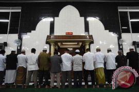 Masjid-masjid di perkampungan Surabaya gelar shalat gerhana