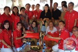 Inti Bali Mengunjungi Janda Pahlawan Ngurah Rai