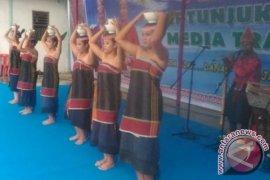 Dinas Kominfo Sumut Pertunjukan Rakyat di Samosir