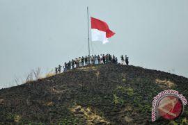 Peringati HUT Kemerdekaan di Gunung Rajabasa Lampung