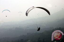 Paralayang - Pilot India dan Filipina batal berlomba