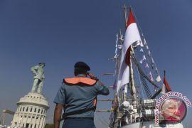 Prajurit TNI rayakan ulang tahun ke-65 KRI Dewaruci