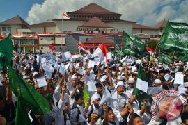 Pesantren di Tasikmalaya tolak sekolah seharian