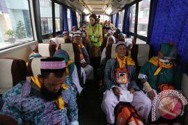 Calhaj tertua Embarkasi Surabaya berangkat haji