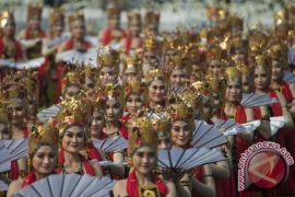 Warga asing terkesima budaya Indonesia saat Upacara di Istana Merdeka