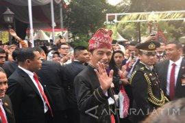 Pakaian Adat Dan Personal Branding Jokowi