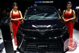 Mengamati Toyota All New Voxy (8 foto)