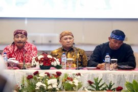Kang Emil Bersepeda 'Onthel' Inspeksi Jelang Karnaval (Video)