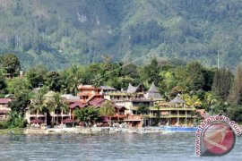 Damri-KAI layani wisatawan Danau Toba