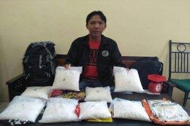 Petugas BNN Dikepung Massa Saat Menangkap Bandar Narkoba