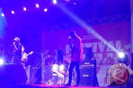 SMAN 1 Simpang Hilir Jawara Festival Band KKU