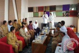 Gubernur Tunaikan Ibadah Haji