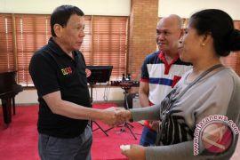 Duterte perintahkan polisi untuk kembali terlibat dalam perang narkoba