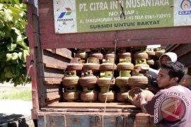 Warga Sintang Keluhkan  Kelangkaan Gas Elpiji Tiga Kilogram