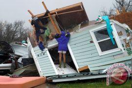 Beyonce hadiahi relawan badai dengan sepatu kets