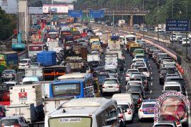 Arus kendaraan di Tol Jakarta-Cikampek naik 25 persen saat balik Idul Adha
