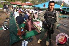 TNI-Polri Tolikara Kerja Bhakti Sambut Idul Adha