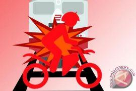Hindari lubang, pengendara motor di Sukabumi tewas tabrak bus