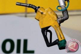 Harga minyak dunia turun karena dolar menguat