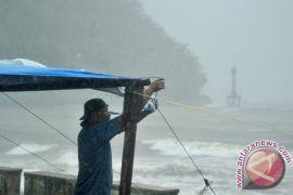 BMKG: waspada hujan lebat-petir di Lampung