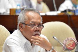 Wakili Presiden, Menteri PUPR serahkan ribuan sertifikat di Bengkulu