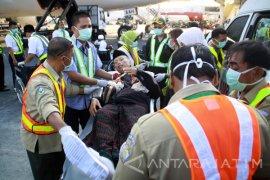 Kepulangan 13 Jamaah Haji Debarkasi Surabaya Tertunda