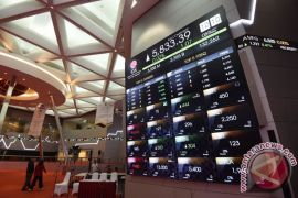 Perusahaan gas dan industri kapas lepas saham perdana di BEI