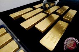 Emas berakhir di tingkat tertinggi satu tahun
