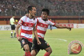 Madura United taklukkan Arema 2-0