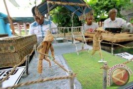 Warga Kabupaten Gorontalo Mengubah Eceng Gondok Menjadi Kerajinan