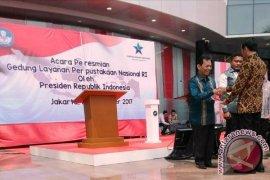 Presiden Jokowi Serahkan Bantuan Kepada Bupati Tapsel