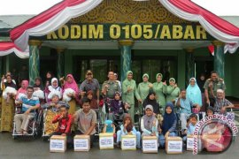 TNI bantu disabilitas di Aceh Barat