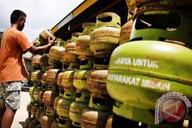 Gas elpiji 3 kg di daerah ini dijual Rp50.000/tabung
