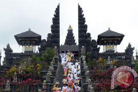 Ribuan warga Bali gelar doa Gunung Agung