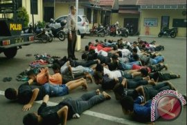"Polisi Amankan 31 ""ABG"" Diduga Sedang Mabuk-mabukan Dan Ngisap Lem"