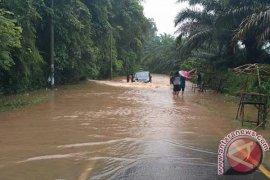 Banjir Putuskan Jalan Lintas Barat Bengkulu-Lampung
