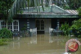 Sekolah dan rumah  di Lubuk Pinang direndam banjir