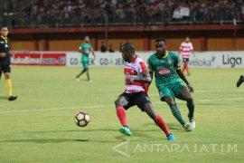 Madura United jamu Sriwijaya FC di Stadion Pamekasan