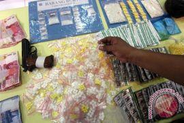 Wanita lansia edarkan obat terlarang ditangkap