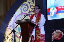 Yohana Yembise Minta Masyarakat Hargai Kontribusi Perempuan