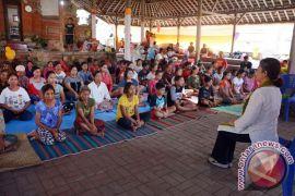 Bisnis Yoga  berkembang seperti minimarket di Ubud