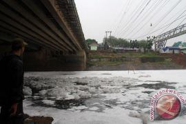 Dinas LH Bekasi perlu dua pekan mendeteksi pencemaran di kali Bojongmenteng
