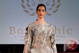 Para peragawati Afrika peragakan batik Indonesia