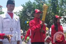 Wabup Kotabaru Lepas Obor Porprov Ke Banjarbaru