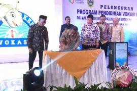 Luncurkan program pendidikan vokasi, tiga menteri saling berbalas pantun