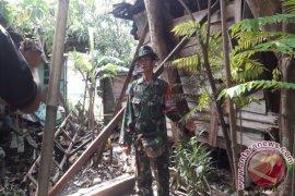 Kodim Banjarmasin Bedah Rumah Di HUT TNI