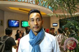 Restu Sinaga belajar berpikir positif bersama TNI
