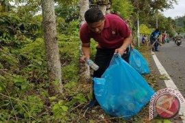 Walikota Sabang pungut sampah bersama warga