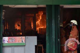 Kebakaran empat toko di kawasan Sabang dipadamkan