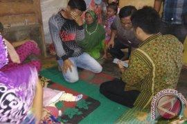Keluarga Filda Nasution Terharu Terima Bantuan Walikota Padangsidimpuan